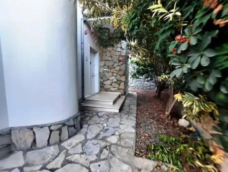 Dalaman Gürköyde Satılık Ful Doğa Manzaralı Yüzme Havuzlu Müstakil Villa
